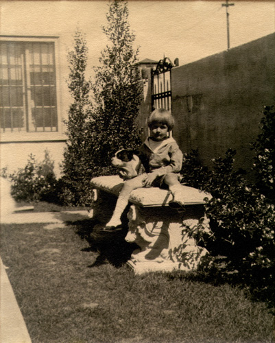 Young Jeff with friend in the side yard of the house at 500 North Rossmore in Los Angeles, circa 1924